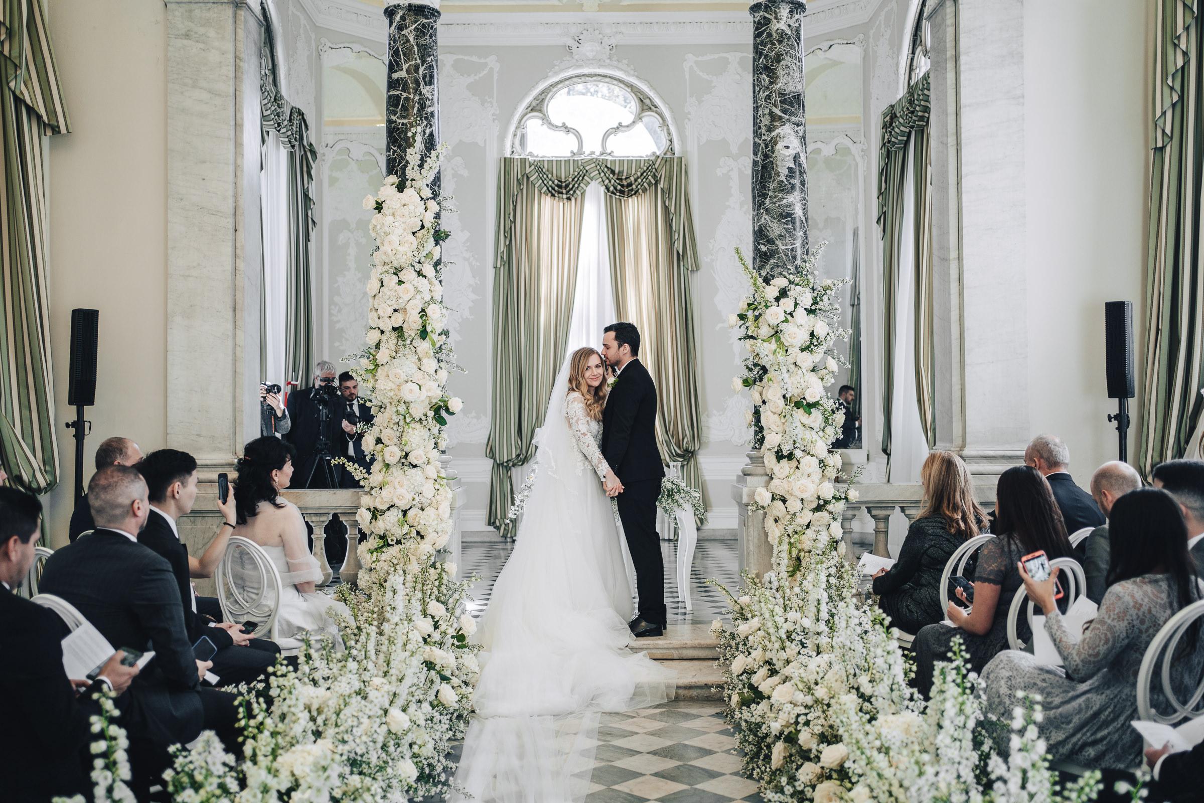 Sposi Russi vestiti da La vie En Blanc Atelier e Carosi Uomo (1)