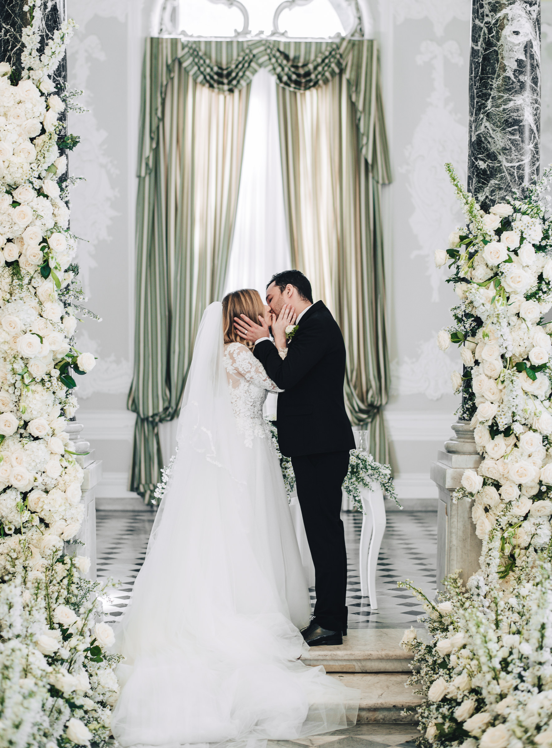 Sposi Russi vestiti da La vie En Blanc Atelier e Carosi Uomo (2)