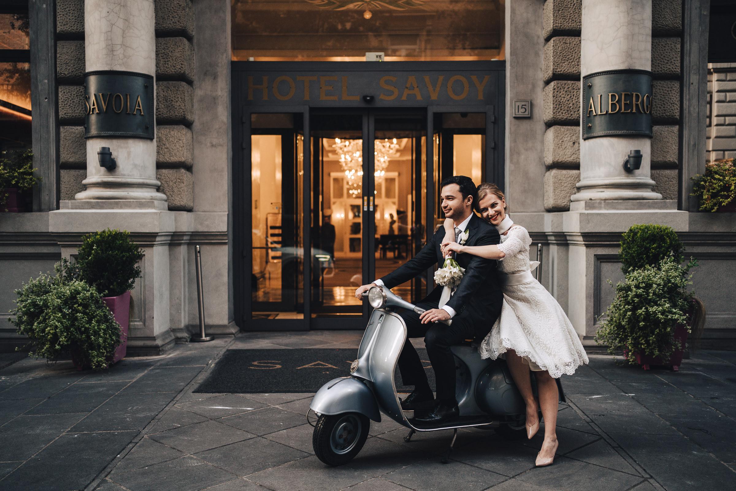 Sposi Russi vestiti da La vie En Blanc Atelier e Carosi Uomo (6)